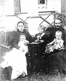 священник Константин Подгорский с семьей